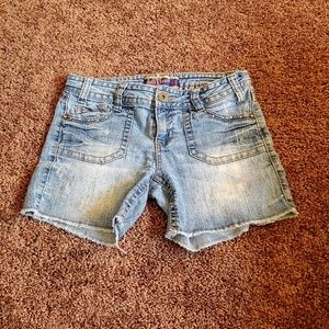 Wall flower light wash juniors midi cut off shorts